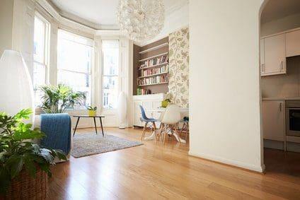 Schäden am Holzboden, Fliesenboden oder Teppich
